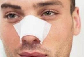 جراحی بینی در دست  جراح زبر دست