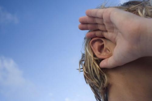 علائم افت شنوایی